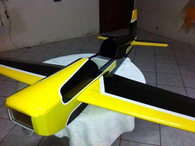 Aeromodelo Extra 300 em Depron