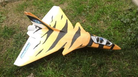 Aeromodelo fa-209-saber-tooth-tiger